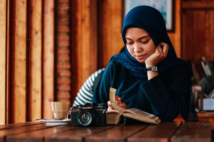 تاثیر مطالعه بر افسردگی ؛ معالجه به کمک کتاب درمانی
