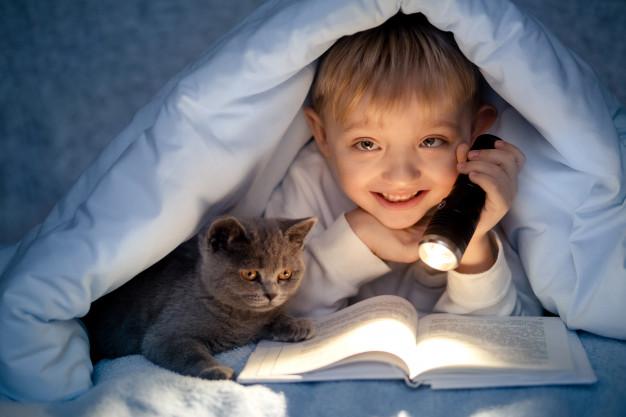 کتاب خواندن کودکان