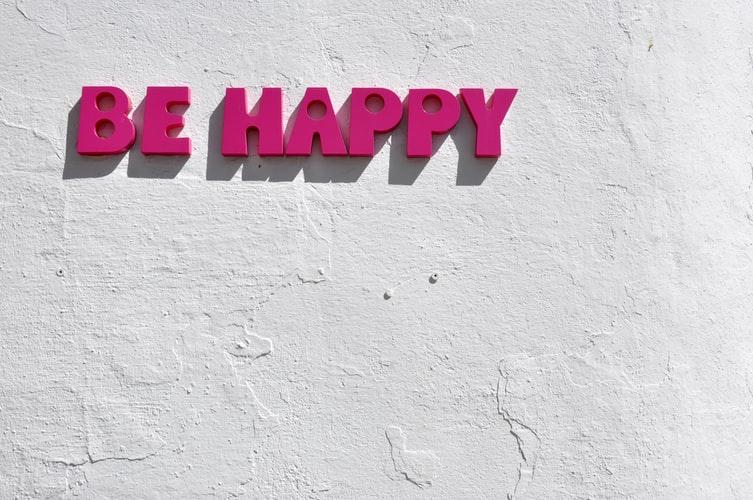 خوشحال بودن برای تبدیل افکار منفی به مثبت