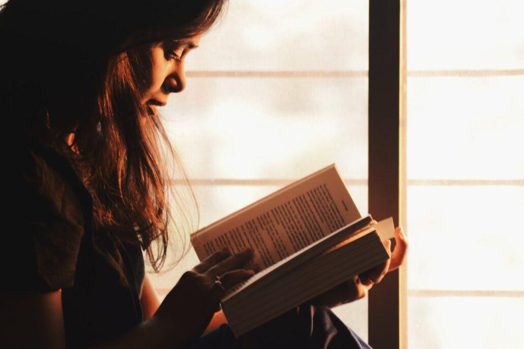 آیا خواندن یک کتاب در یک روز کار درستی است؟