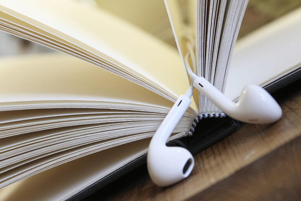 کتاب کاغذی یا الکترونیکی صوتی بهتر است