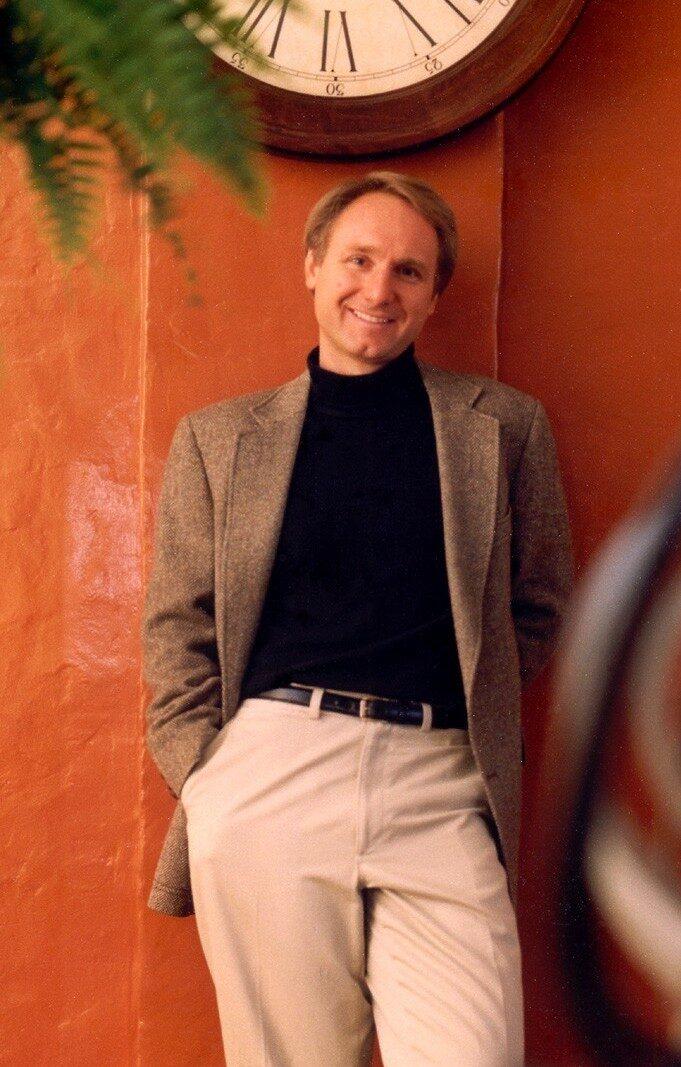 دن براون از پردرآمدترین نویسندگان جهان