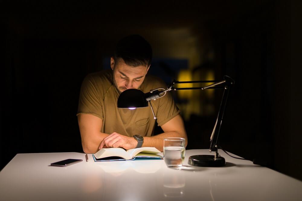 مطالعه قبل از خواب و تاثیر آن در بهبود عملکرد مغز